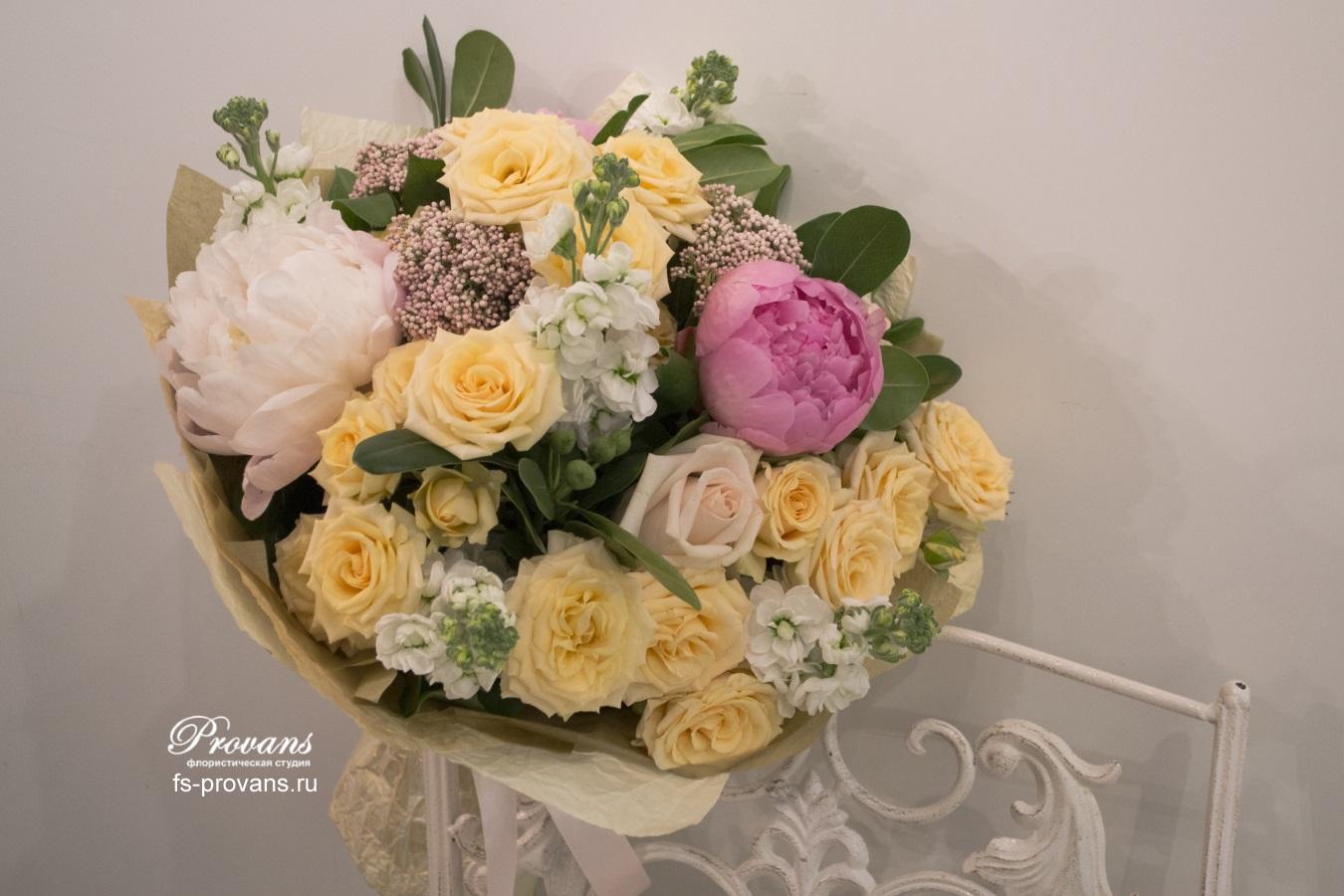Букет на день рождения. Пионы, розы, матиола