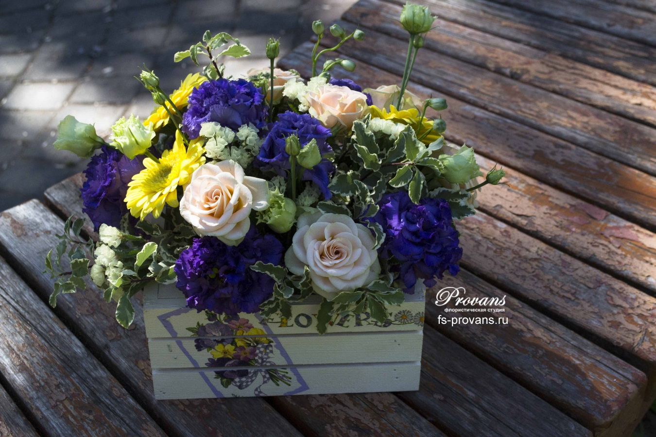 Цветы в кашпо. Розы, гербера, эустома, дельфиниум