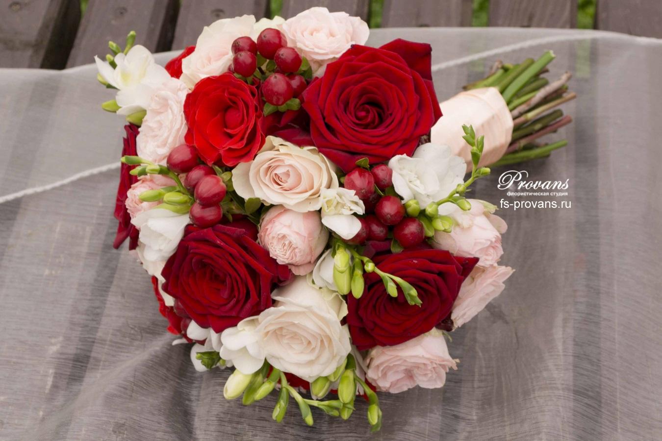 Букет невесты. Розы, фрезия